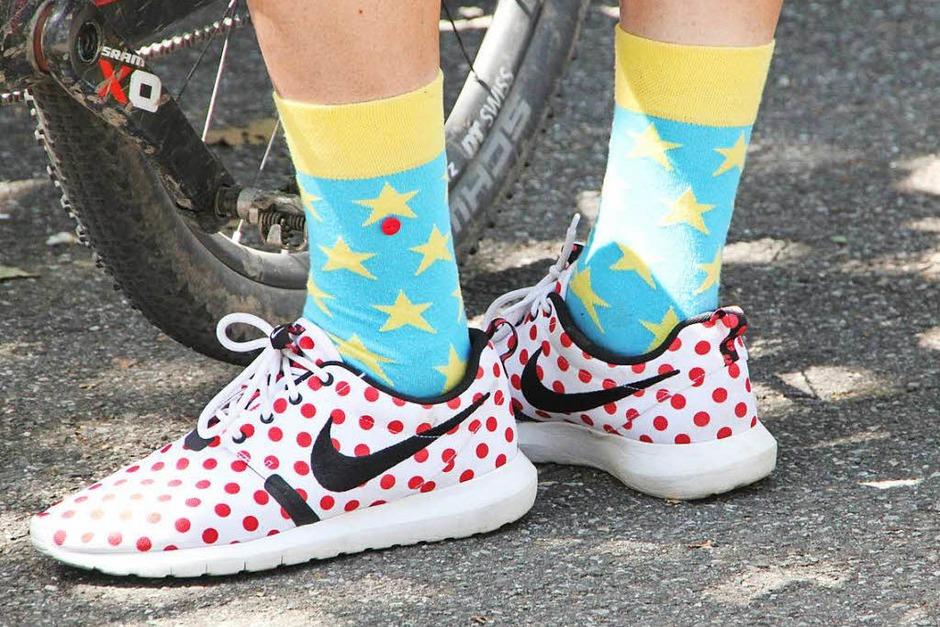 Mut zur Farbe: Modische Akzente bleiben auch bei einem Radrennen nicht aus. (Foto: Susanne Kanele)