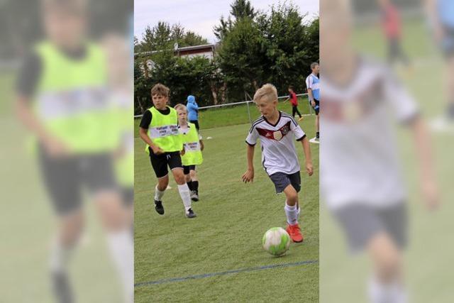 Die Kinder wollen Fußball spielen
