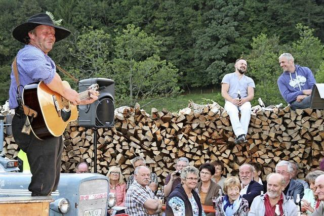 Schauspieler Fidelius Waldvogel unterhielt 300 Gäste mit Bemerkungen zum Thema Heimat