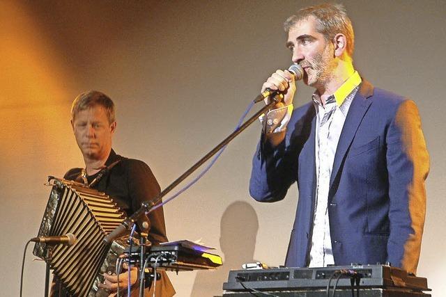 Jess Jochimsen und Manuel Stahlberger überzeugen auf der Bühne der Stadthalle in Laufenburg/Schweiz