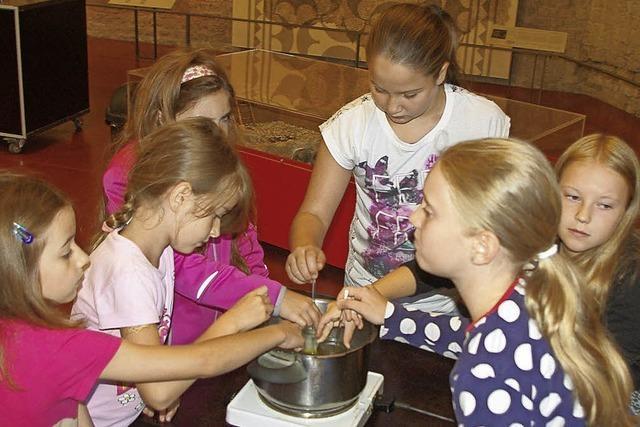 Ferienprogramm führt 14 Kinder zur Herstellung von Crèmes nach Augusta Raurica