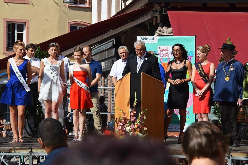 Bürgermeister Marcel Bauer mit den Schönsten der Stadt. (Foto: Sylvia Sredniawa)