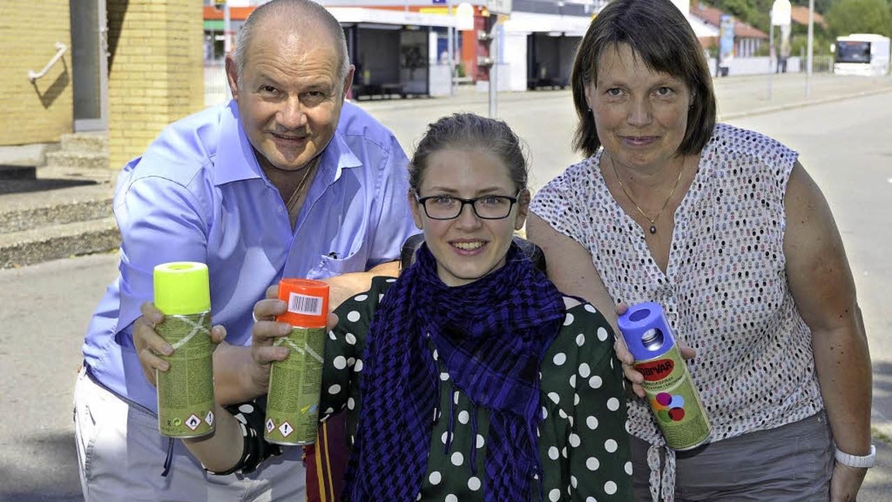 Mit Sprühkreide für    barrierefreie S...Fricke, Morena Eckert, Andrea Richter   | Foto: Miloslavic
