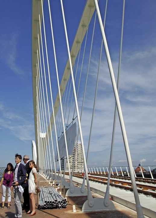 Die neue Rheinbrücke für die Straßenba...e Perspektiven für die Metropolregion   | Foto: Nückles