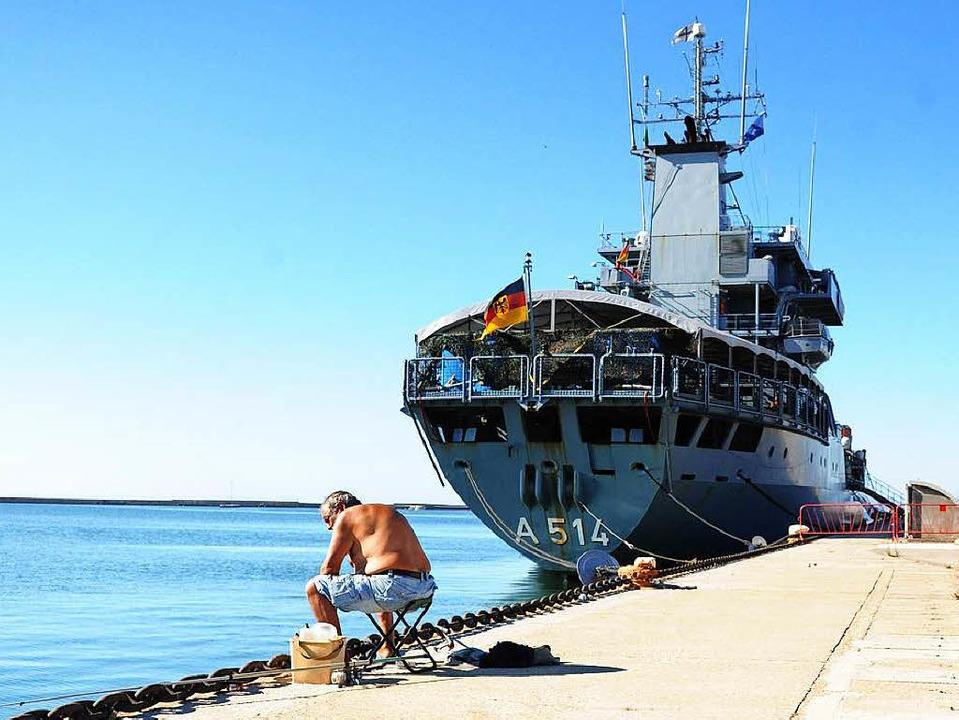Das Marineunterstützungsschiff Werra in Sardinien   | Foto: DPA