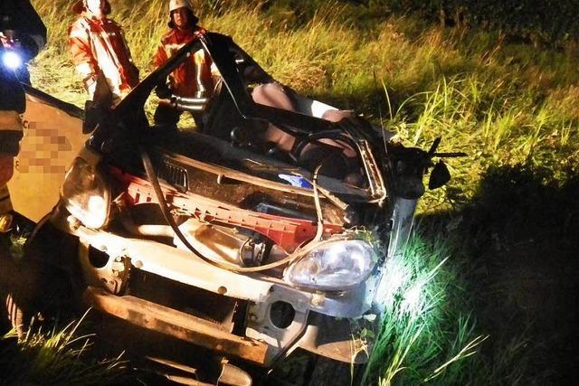 Auto stürzt 250-Meter-Hang hinunter - Teenager in Lebensgefahr