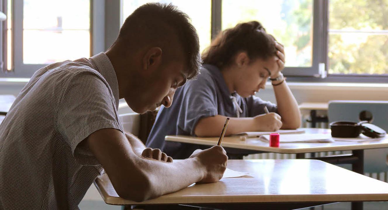 Konzentration:  In der Schreibwerkstatt werden Schüler kreativ.  | Foto: Salome Berblinger