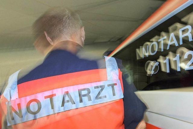 Tödlicher Unfall: Lastwagen erfasst Fußgänger auf Landstraße