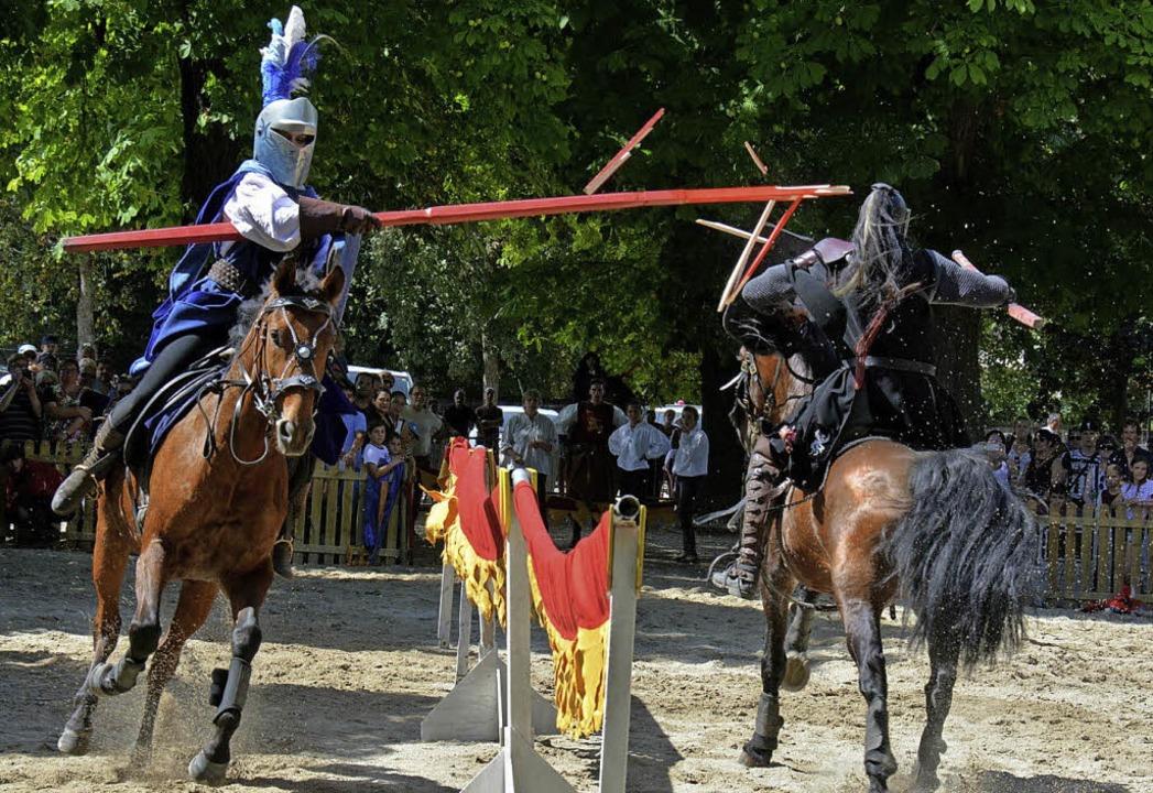 Auch mittelalterliche Reiterspiele sta...ischen  Ribeauvillé auf dem Programm.     Foto: Verein