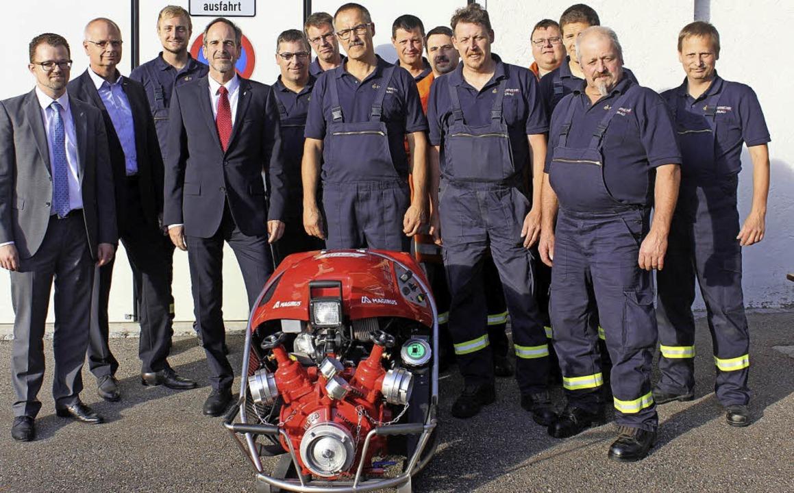 Ulrich Franz, Joachim Hauser und Thoma..., eine Magirus Fire Tragkraftspritze.   | Foto: ZVG