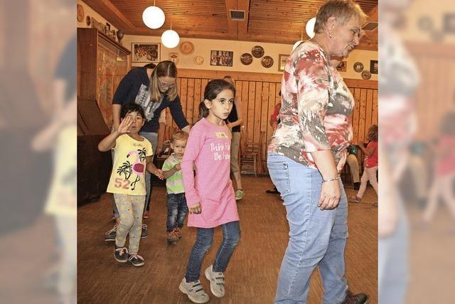 Spiele und Tänze