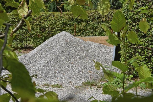 Zu viel Kies um die Gräber?