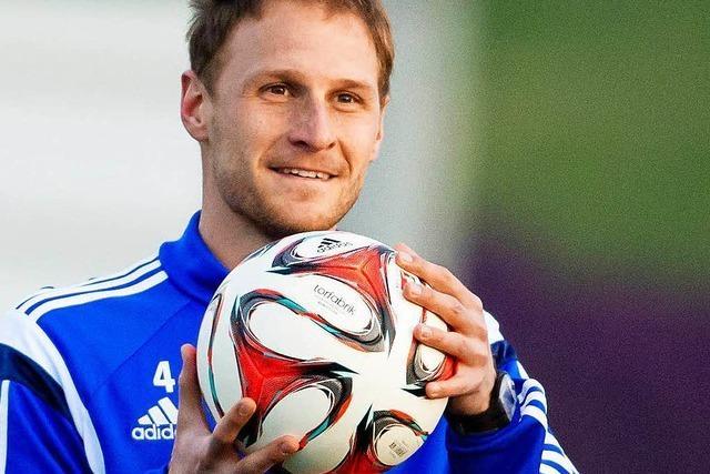 Mit Höwedes als Kapitän: Schalke trifft in Freiburg auf Villingen