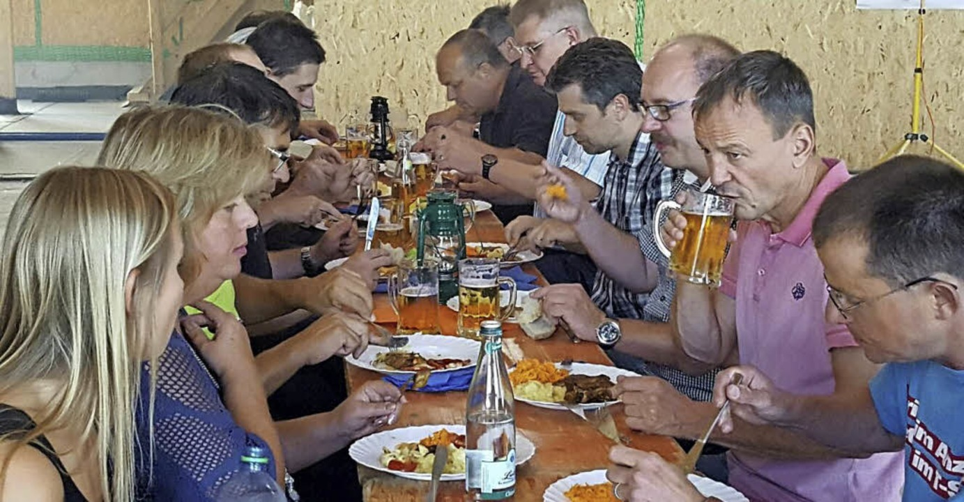 Für die freiwilligen Helfer gab es ein Fest.     Foto: Gabriele Poppen/privat