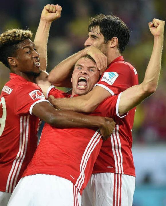 Keine gewagte Prognose: Auch in dieser...Bayern um Thomas Müller wieder jubeln.    Foto: dpa