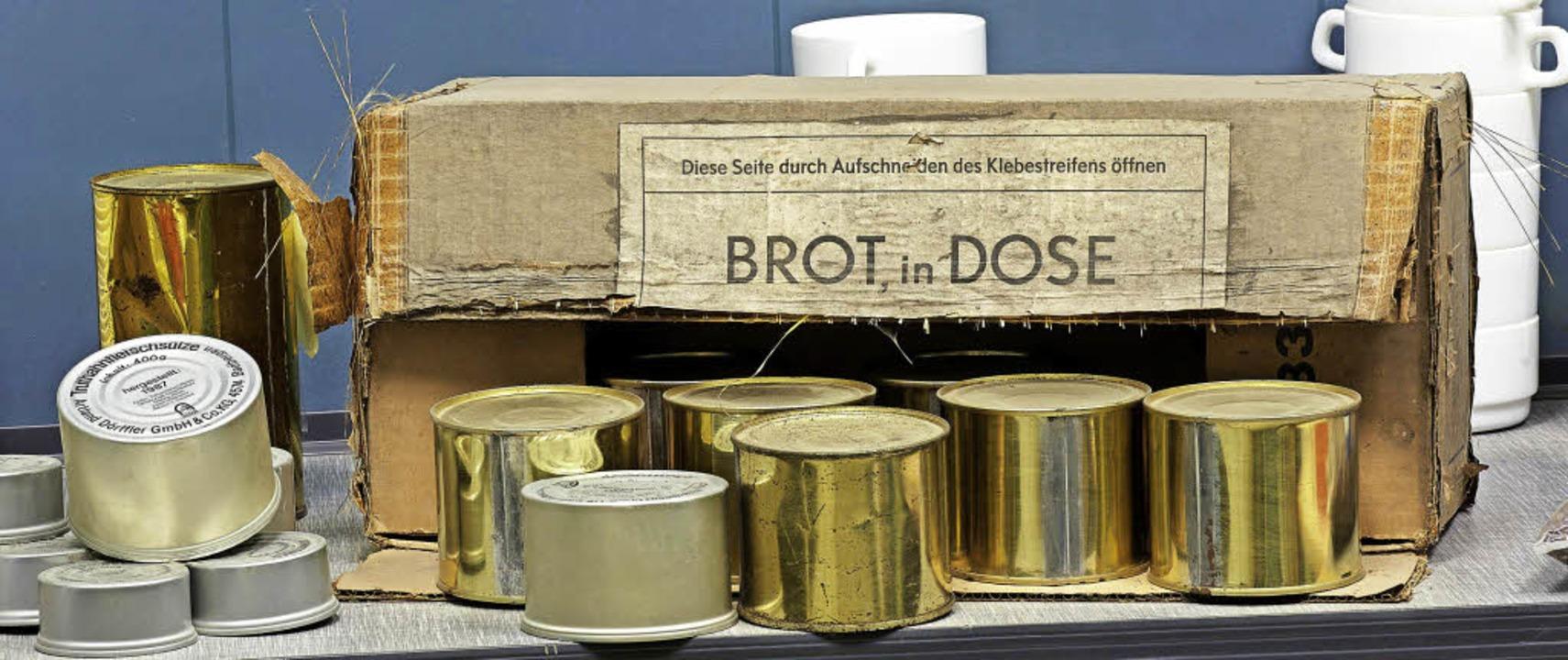 Brot aus der Dose: Notrationen von Leb... Neuenahr-Ahrweiler in Rheinland-Pfalz  | Foto: dpa