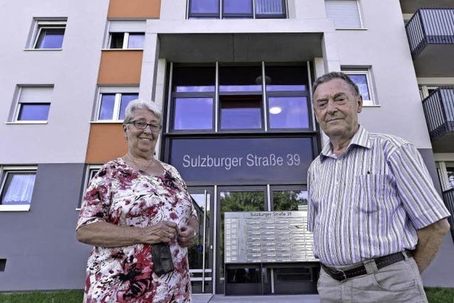 Wie geht es zwei Menschen, die nach mehr als vier Jahrzehnten ihr Hochhaus verlassen müssen?