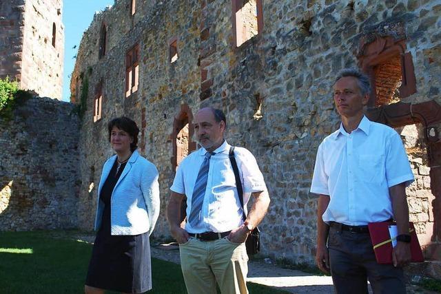 Staatssekretärin Gisela Splett besichtigt die Burg Rötteln