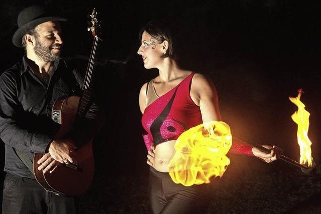 Feuerkünstler erhellen die Musiknacht