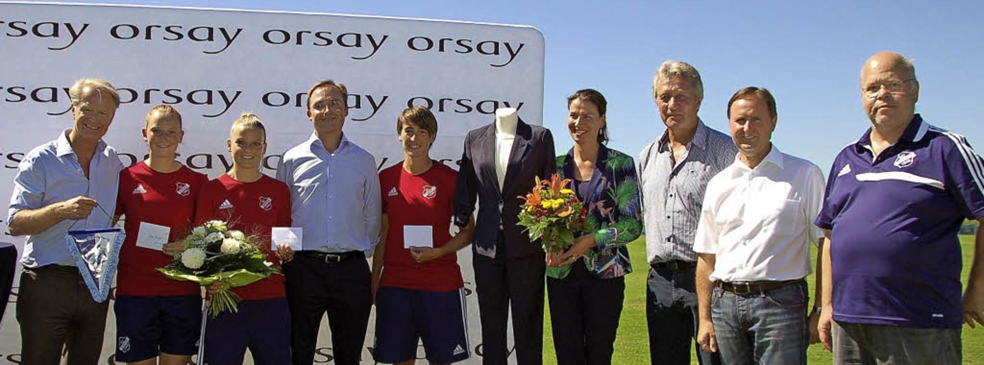 Orsay-Chef Matthias Klein (links) und ...echts) besiegelten die Partnerschaft.   | Foto: Hubert Röderer