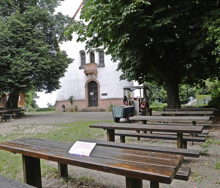 Endingen. Frisch gestrichen sind die H... dem Kirchlein auf dem Katharinenberg.  | Foto: Roland Vitt