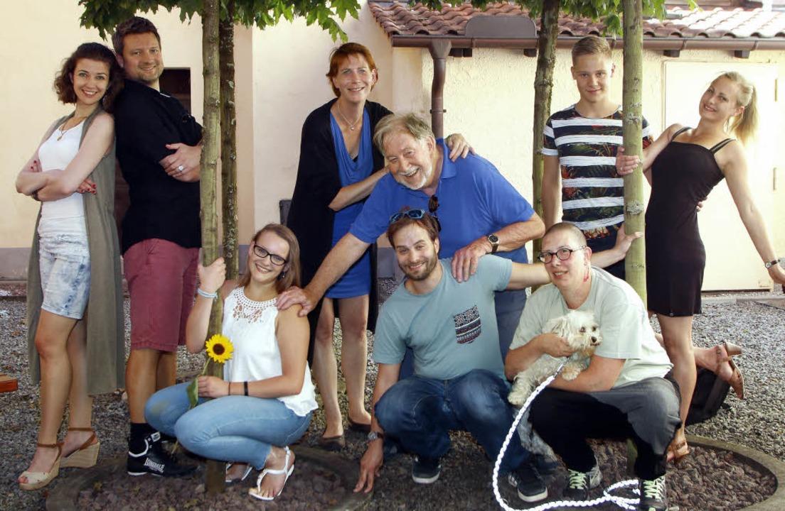 Jetzt sind sie da: (v. links stehend) ...es Christopher Maier und Jenny Thost.     Foto: Heidi Fössel