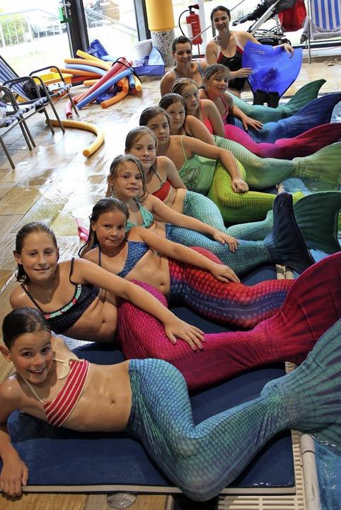 Sie haben sich einen Traum erfüllt: di... hinten  Schwimmlehrerin Doreen Rülke.  | Foto: Privat