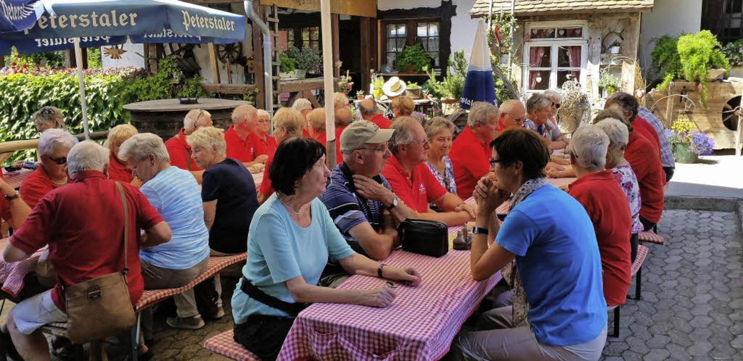 Mit dem Wetter hatten die Tus-Mitglied...Tour durch den Nordschwarzwald Glück.   | Foto: Privat