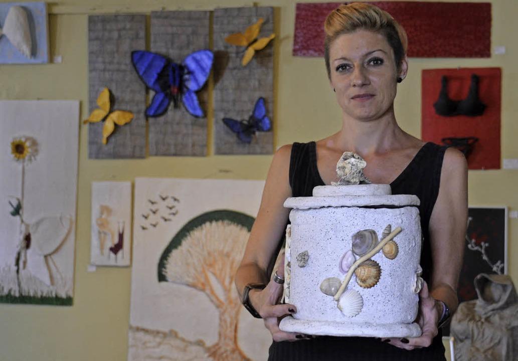Jenny Obrist will in ihrem Atelier etw...Verstorbene und ihre Angehörigen tun.     Foto: Sophia Hesser