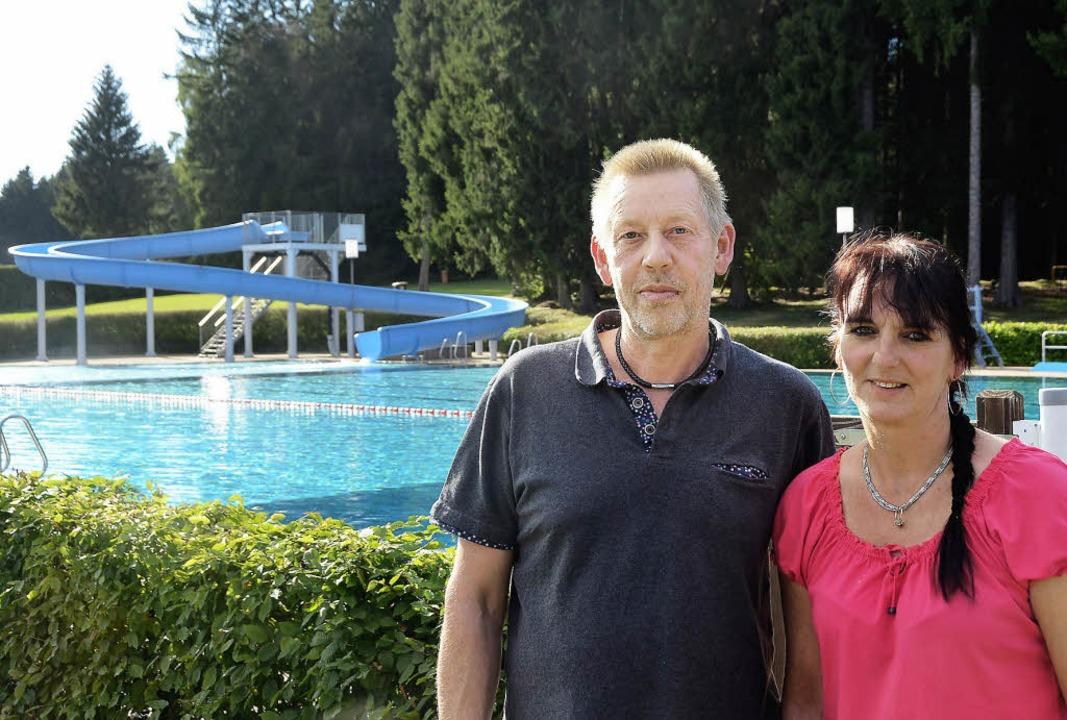 Trotz des verregneten Sommers: Jens Br...e Gäste im Löffinger Waldbad kümmern.   | Foto: Martin Wunderle