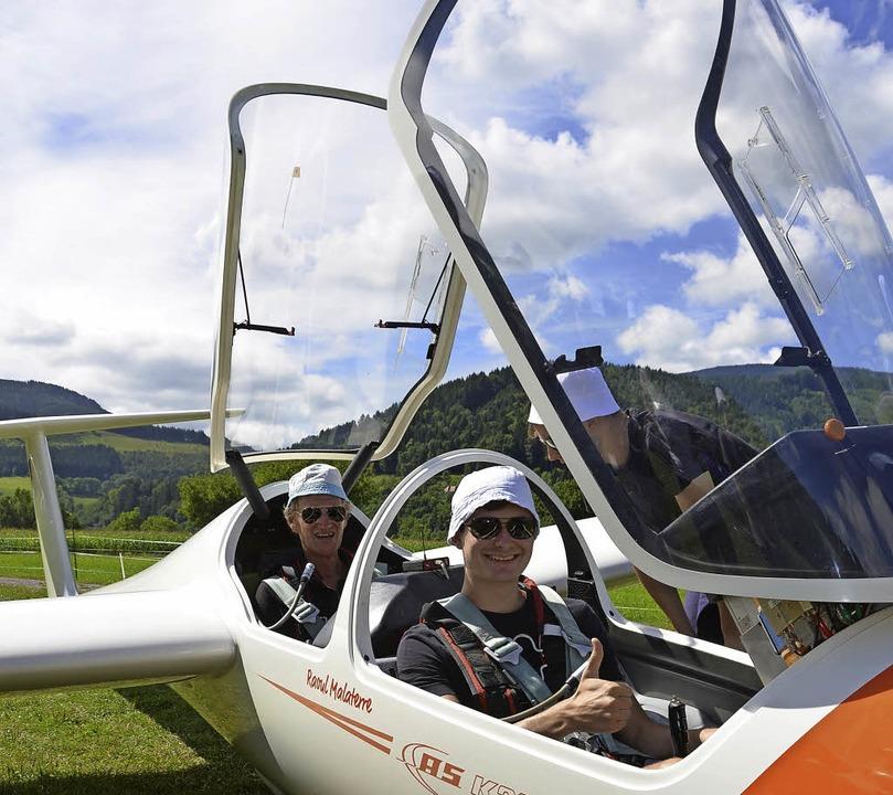 Nils Wiegmann (hinten) und Marco Kolb im Flieger: Alles klar für den Start    Foto: x