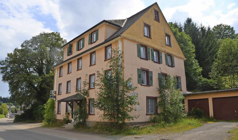 Das ehemalige Gasthaus Löwen (Foto lin...r wird saniert und bewohnbar gemacht.   | Foto: Ralf Morys