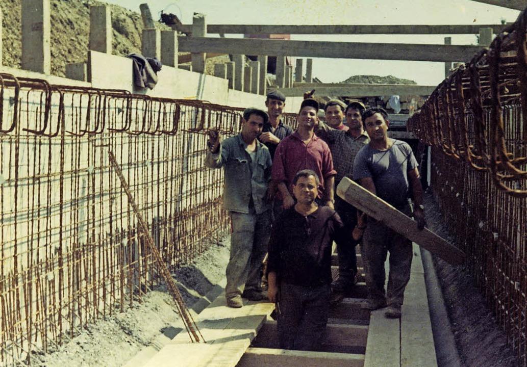 Arbeiter aus Leonforte bei der Firma Erne AG in Laufenburg/Schweiz um 1970     Foto: zvg/Roswitha Frey