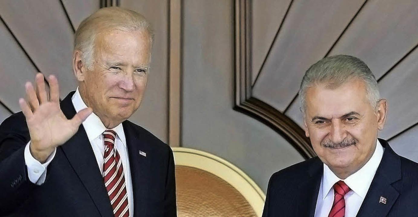 US-Vizepräsident Joe Biden (links) und...sche Premierminister  Binali Yildirim     Foto: AFP