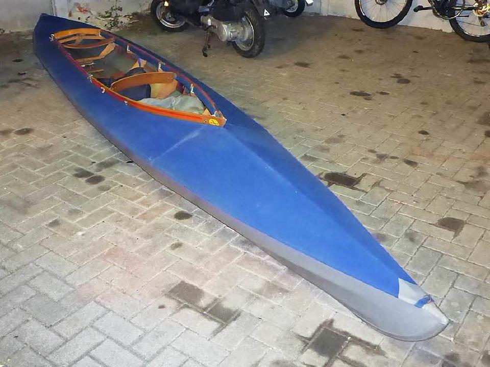 Das von der Polizei sichergestellte Kanu  | Foto: polizei