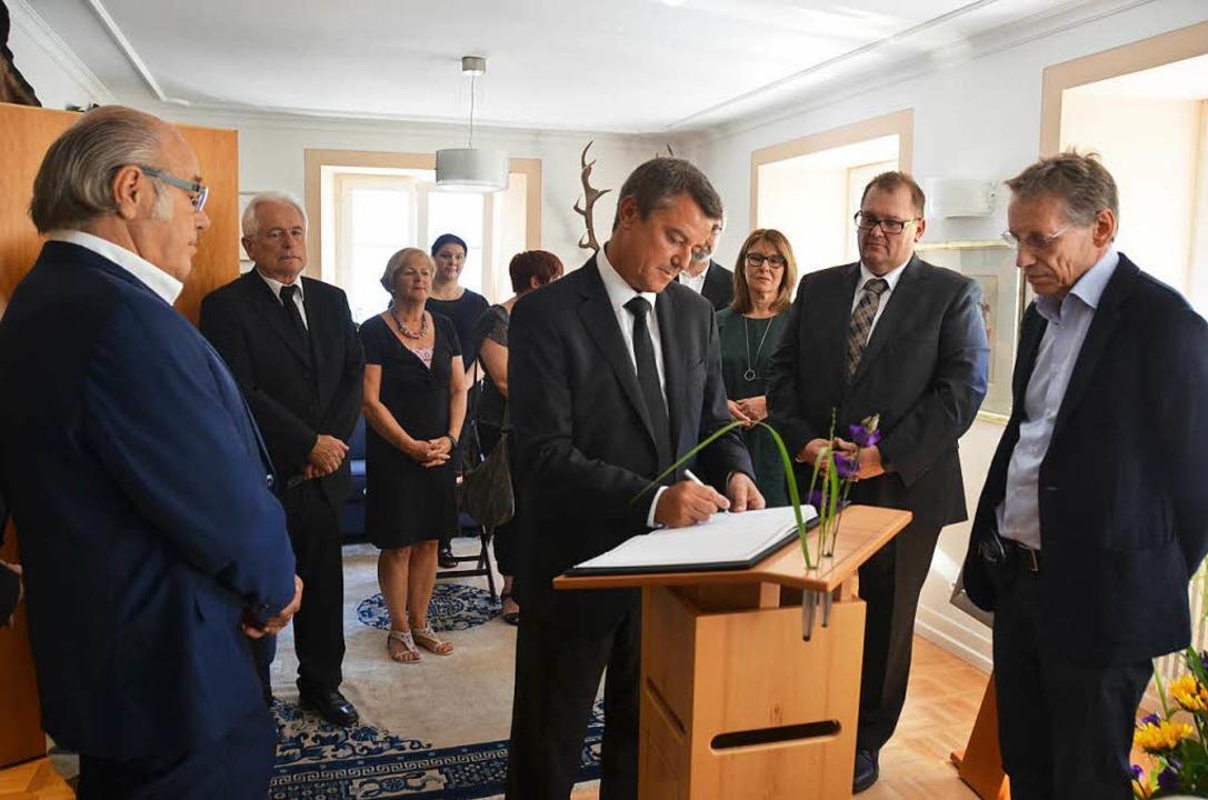 Bürgermeister Volker Kieber hat einen ...in Gedenken an Walter Scheel verfasst.    Foto: Nikola Vogt