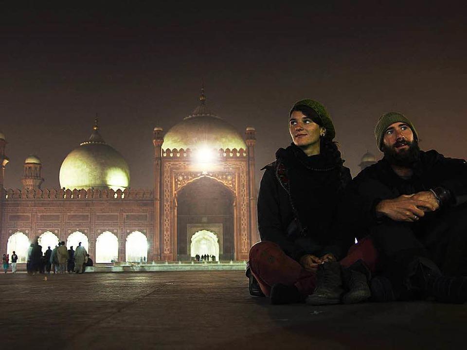 Gwen Weisser und Patrick Allgaier vor der Badshahi Moschee in Lahore  | Foto: Patrick Allgaier
