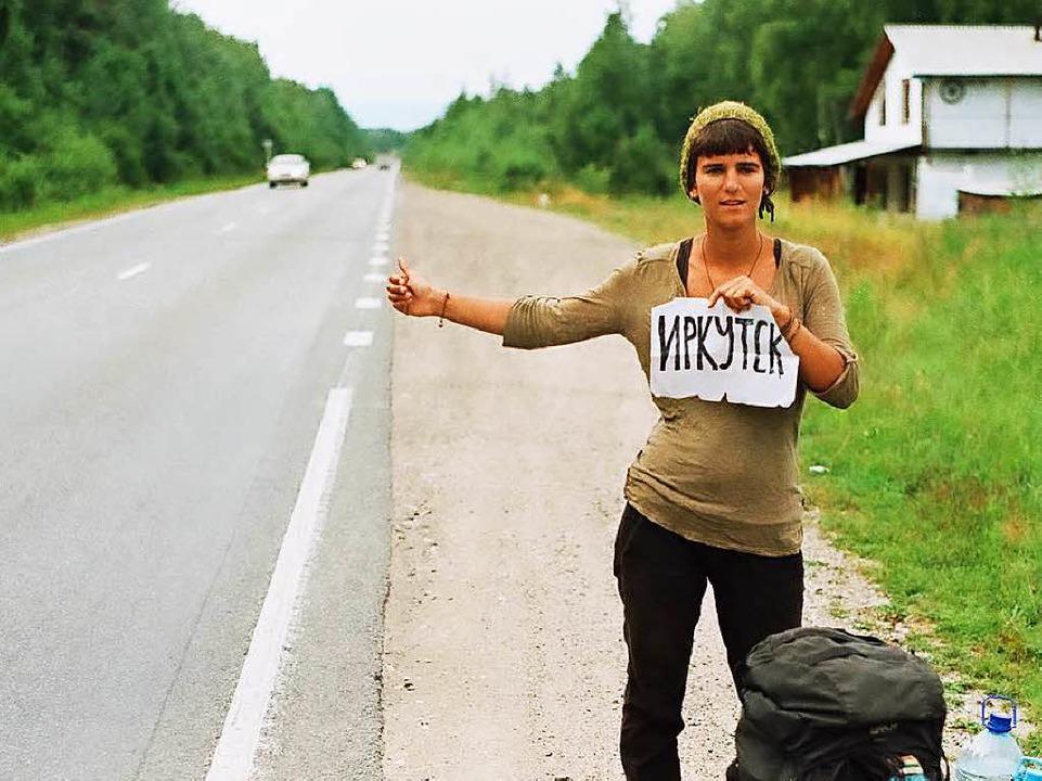 Gwen Weisser beim Trampen in Sibirien  | Foto: Patrick Allgaier