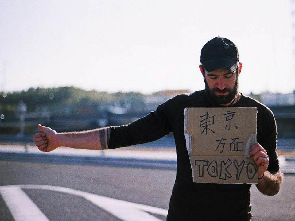 Patrick Allgaier beim Trampen in Japan  | Foto: Gwen Weisser