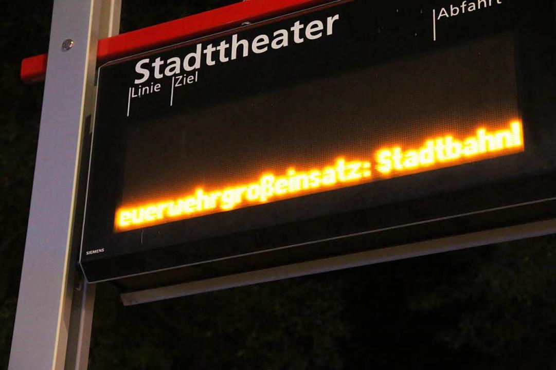 Bis 22:45 war der Tramverkehr unterbrochen.  | Foto: Konstantin Görlich