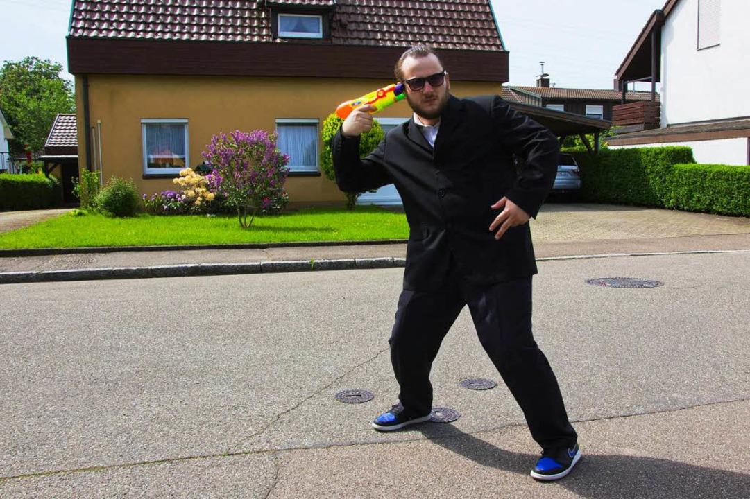 … und als knallharter Gangster-Rapper Thomas Damager.  | Foto: Privat