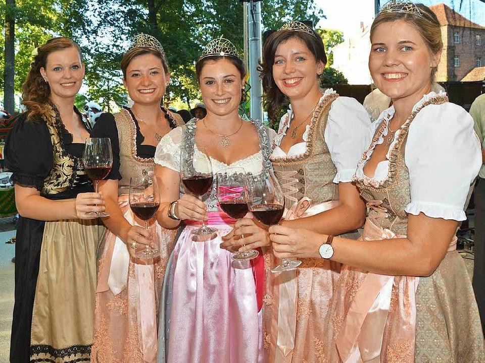Geballte Wein-Frauen-Power bei der Wei...cheidende Weinprinzessin Yasmin Isele.  | Foto: Gerold Zink