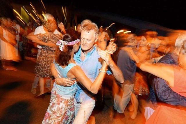 Fotos: BZ-Leser tanzen auf der Blauen Brücke Tango