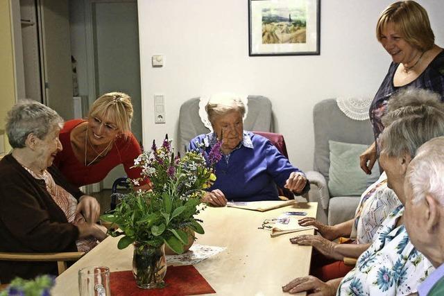 Wie Tagespflege Demenzpatienten und ihren Angehörigen das Leben erleichtert