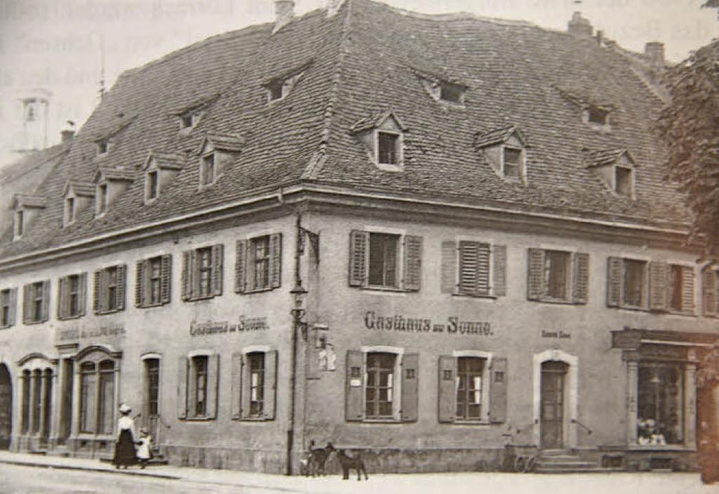 """Dem Gasthaus zur Sonne ist ein Kapitel...211; hier das Haus  um das Jahr 1900.     Foto: """"Das Markgräflerland"""" 2016"""