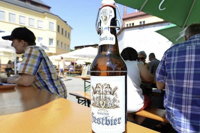 Beim Ganter Hoffest gab's Freibier aus der Bügelflasche