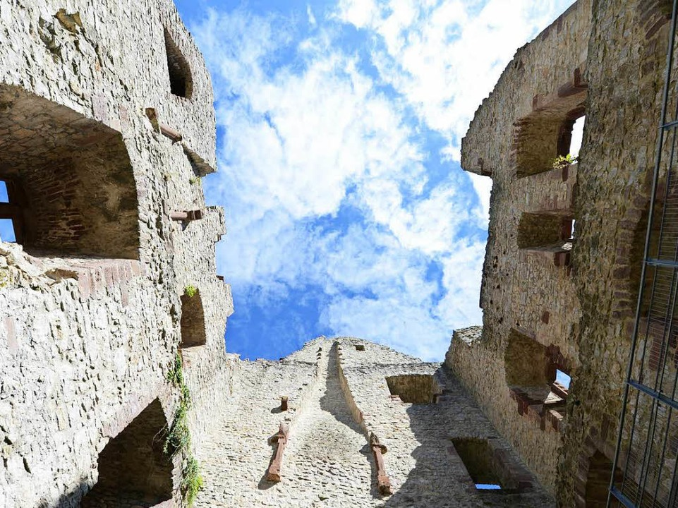 Mittelalterliche Mauerreste in der Burg Landeck  | Foto: Rita Eggstein