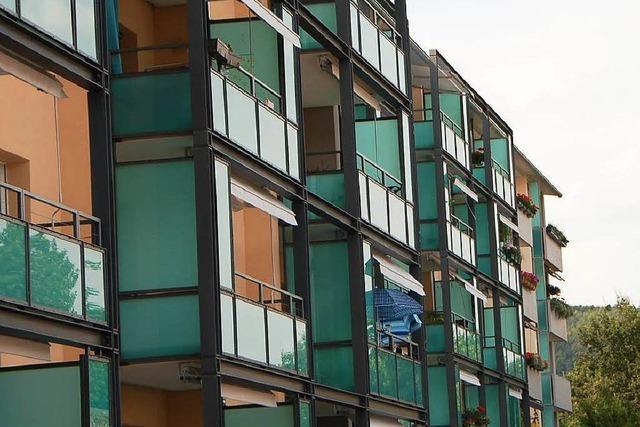 Freiburger will über Balkone in seine Wohnung klettern und stürzt aus drittem Stock