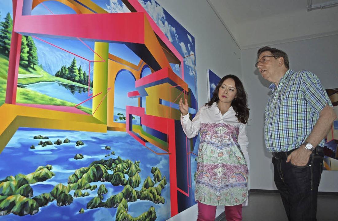 Seo Soo-kyoung mit Jürgen Messmer vor ihren Werken  | Foto: Haberer