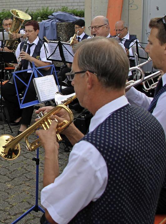 Der Musikverein Märkt begleitete den F...s einzige Musikgruppe  in diesem Jahr.  | Foto: Reinhard Cremer